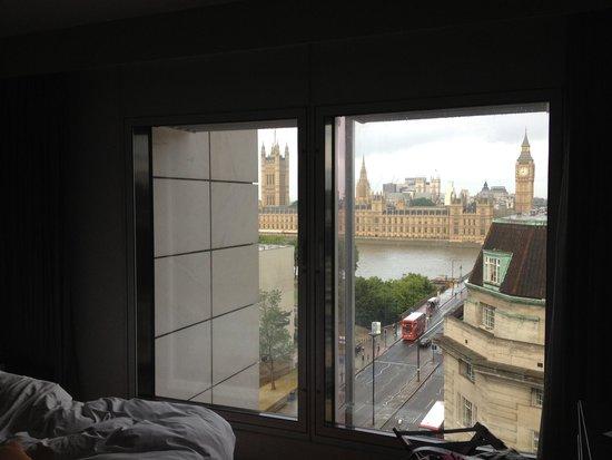 Park Plaza Westminster Bridge London: Vue incroyable depuis notre chambre ! What´s else ?