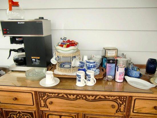 A Harbor View Inn: Coffee/Tea Bar