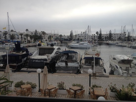 Restaurant Le Mediterranee: Our window view of the harbour