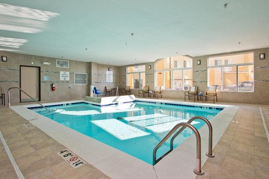 The Timbers Hotel: Holiday Inn Express Denver East Airport Swimming Pool