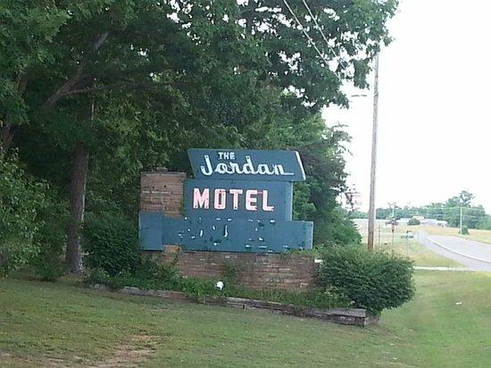Jordan Motel: Sign on highway