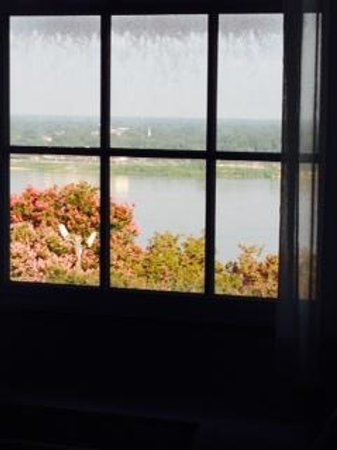 Natchez Grand Hotel: View from our room.  Hopefully, the hotel staff will see this review and clean the windows.