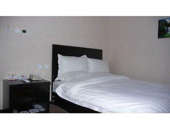 Super 8 Hotel Beijing XI Zhi Men Jiaotong University Dong LU: One Bed Guest Room