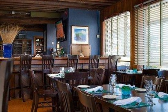 Newport Beach Hotel and Suites : Restaurant Photo