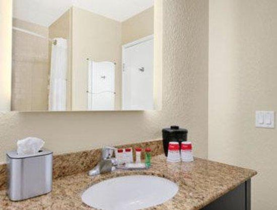 Ramada Venice Hotel Venezia : Guest Bathroom