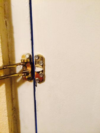 Days Inn Bowling Green: Door deadbolt broken