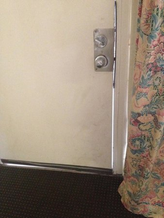 The Diplomat Motel: Filthy door that never fully closes.