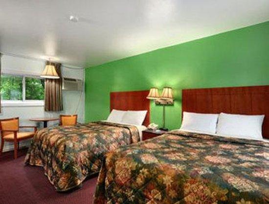 Knights Inn Arnprior: Guest Room