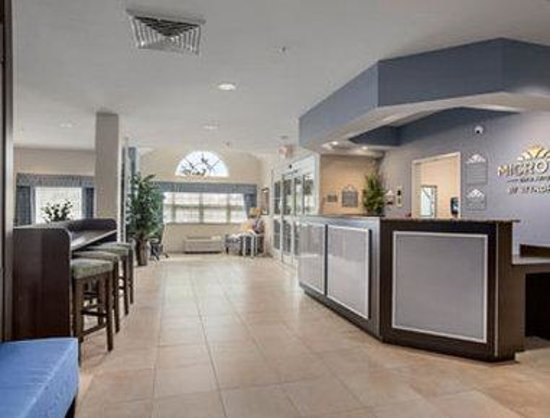 Microtel Inn & Suites by Wyndham Belle Chasse/New Orleans: Lobby