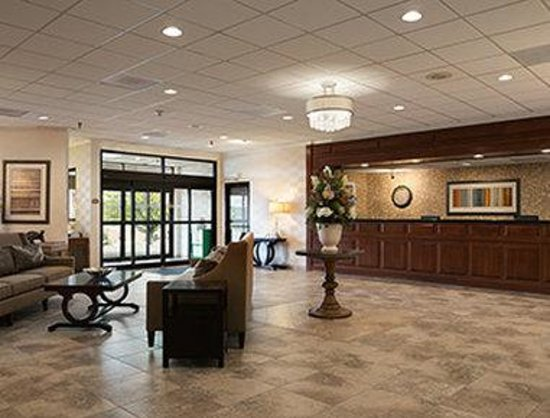 Ramada Greensburg Hotel and Conference Center : Front Desk