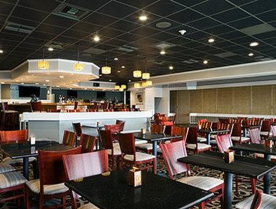 Ramada Greensburg Hotel and Conference Center : Breakfast Area