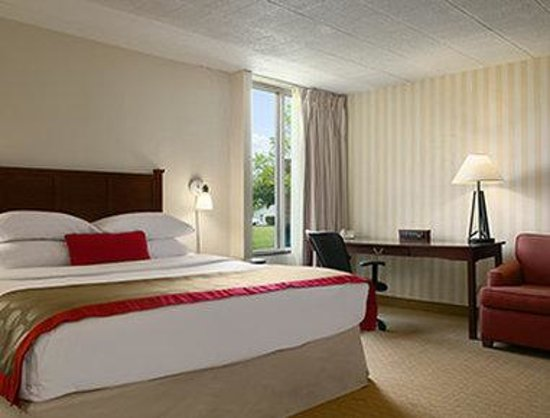 Ramada Greensburg Hotel and Conference Center : Jacuzzi Suite