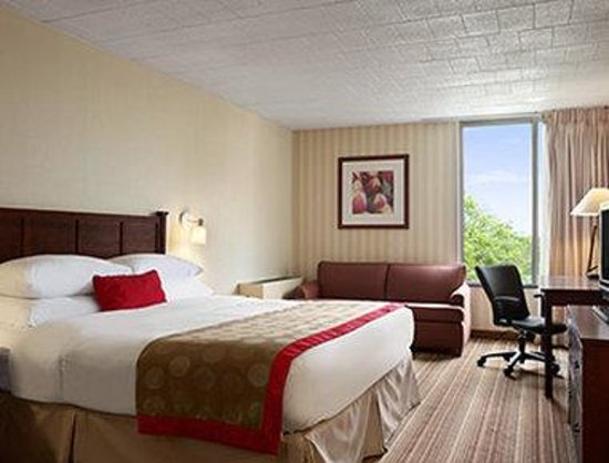Ramada Greensburg Hotel and Conference Center : Standard King Room