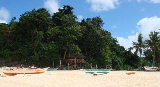 Yapak Beach (Puka Shell Beach): Лодки на пляже