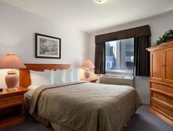 Super 8 West Kelowna BC: Two Bedroom Suite
