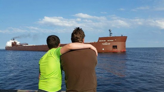 Pere Marquette Park: watching the Mesabi Miner going into harbor
