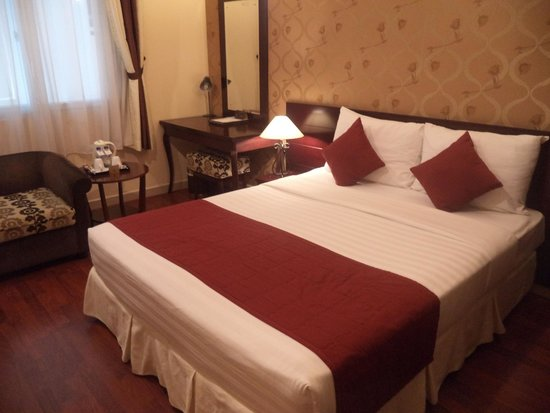 Asian Ruby Luxury Hotel: Comfortable bed!