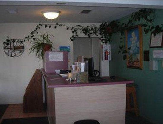 Cozy Inn: Front Desk