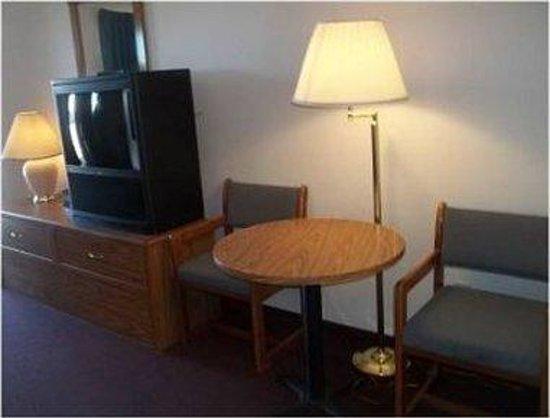 Cozy Inn: Guest Room