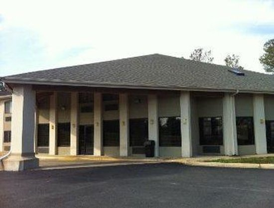Days Inn & Suites Brinkley: Exterior