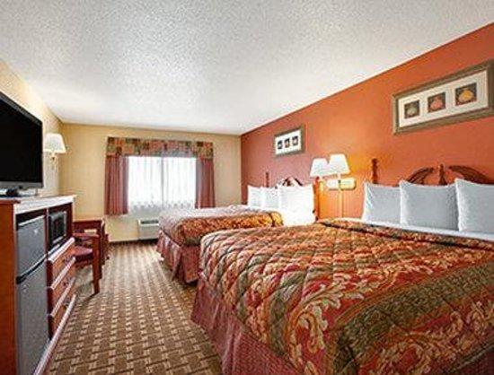 Days Inn & Suites Benton Harbor MI: Standard Double Room