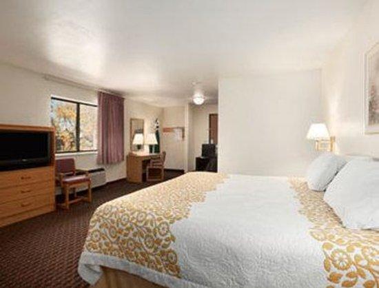 Days Inn Stoughton WI: Suite