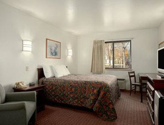 Days Inn Stoughton WI : Other Room - King Bedroom