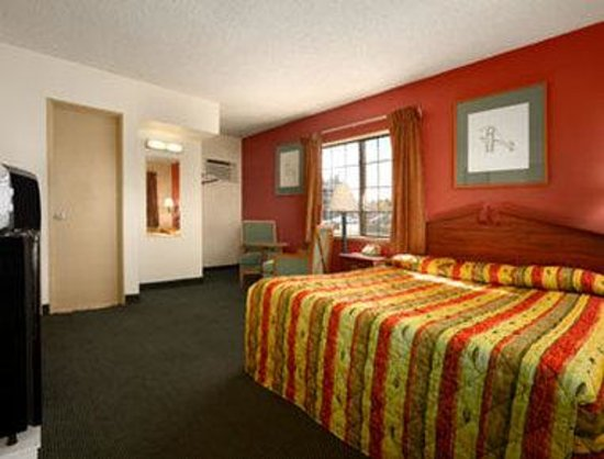 Howard Johnson Inn Flagstaff University West : Standard 1 King Bed Room