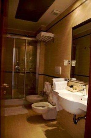 Cervara Park Hotel : BATHROOM