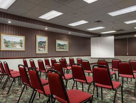 Baymont Inn & Suites Keokuk: Meeting Room