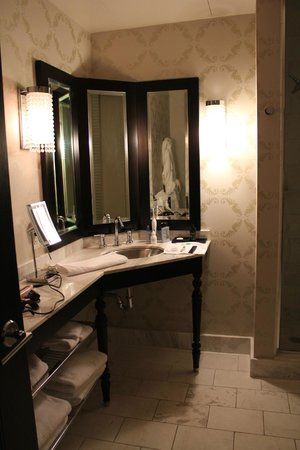 The Nines, a Luxury Collection Hotel, Portland: Vanity in the bathroom.