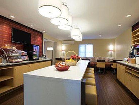 Hawthorn Suites by Wyndham Hartford Meriden : Breakfast Area