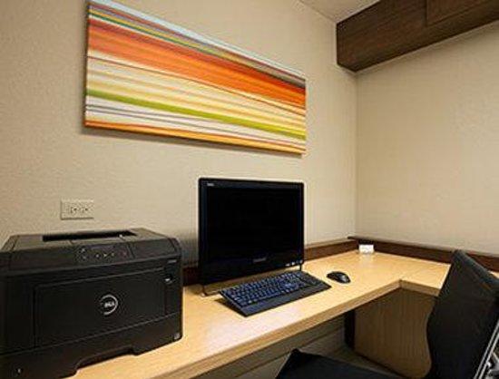 Hawthorn Suites by Wyndham Hartford Meriden : Business Center