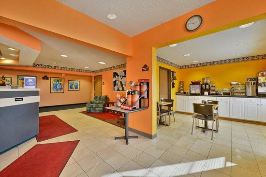 Americas Best Value Inn & Suites, Sunbury/Delaware,Ohio : Lobby and Breakfast Area