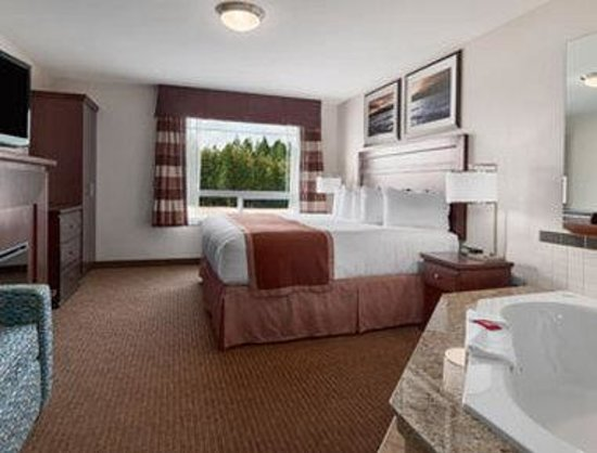 Ramada Creston : Jacuzzi Honeymoon Suite