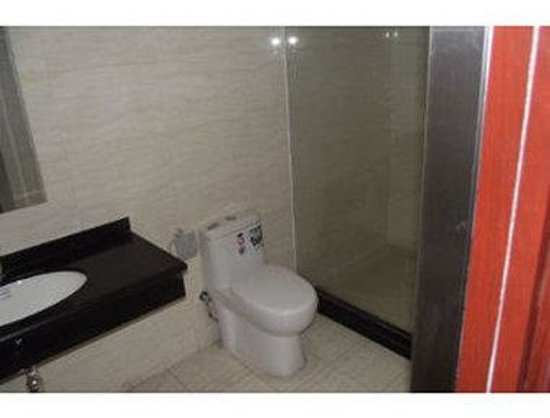 Super 8 Hotel Langfang Jin Rong Jie: Bathroom