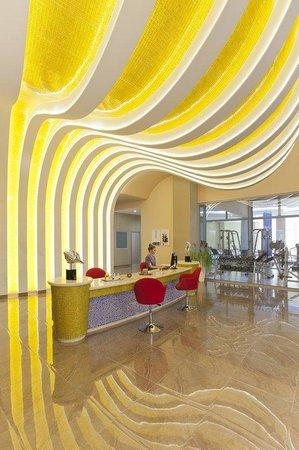 Atrium Platinum Hotel: Bar Lounge