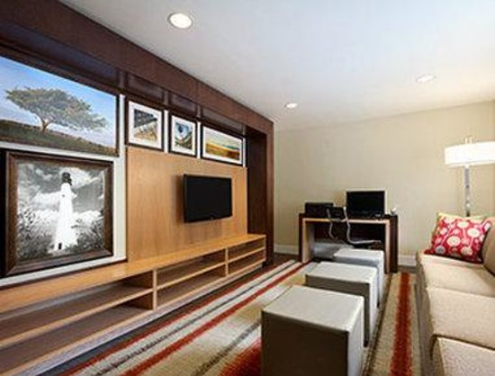 Hawthorn Suites by Wyndham Greensboro: Business Center