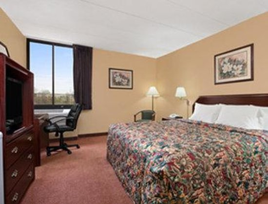 Days Inn Hagerstown: Standard King Bed Room
