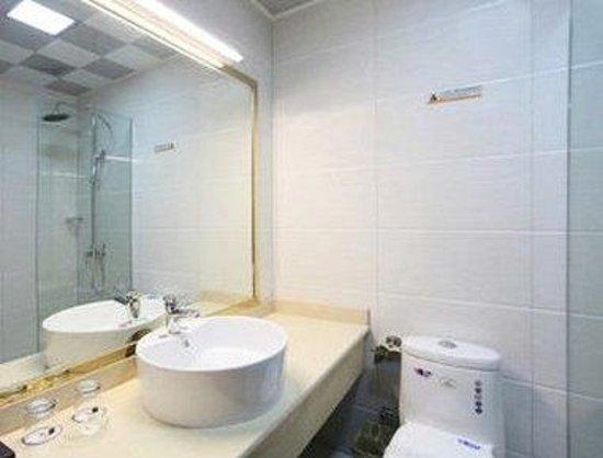 Super 8 Hotel Baoji Railway Station: Bathroom