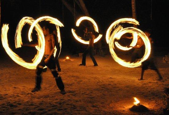 Aquana Beach Resort: Fire Dancers