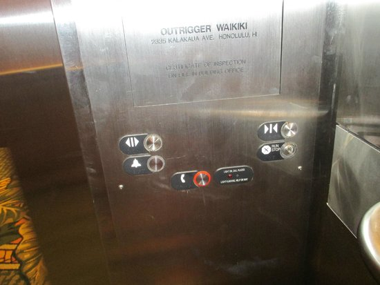 Outrigger Waikiki Beach Resort : Elevator- notice no floor button