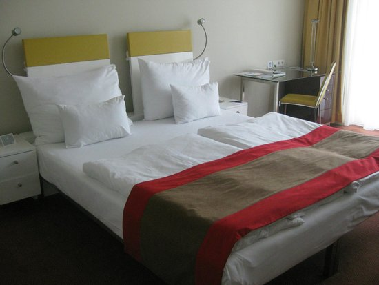 Vienna House Andel's Prague: very poor beds and nite lites