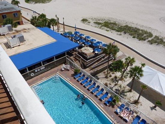 Bilmar Beach Resort : View of pool and Sloppy Joe's deck