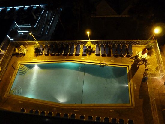 Bilmar Beach Resort: Pool at night