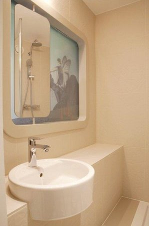 Hotel Le Marcel: bathroom