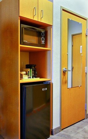 Holiday Inn Express & Suites Boise West - Meridian : Microwave and Refrigerator in all Suites Holiday Inn Express