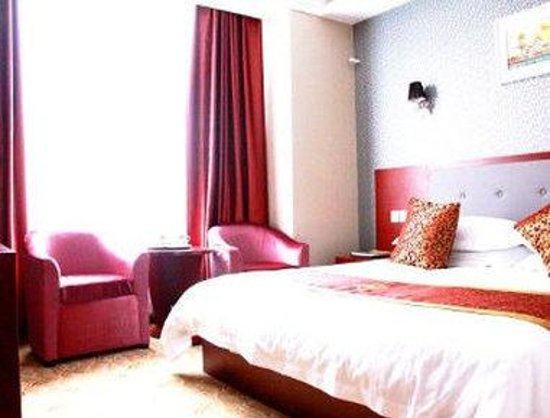 Super 8 Shiyan Beijing Middle Road : One King Bed Guest Room