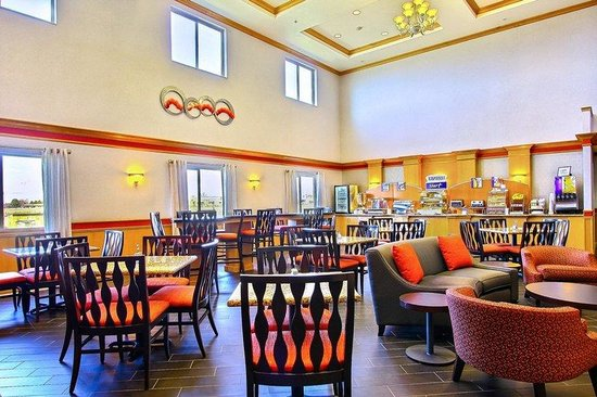 Holiday Inn Express & Suites Boise West - Meridian: Relax and Enjoy Hot Breakfast