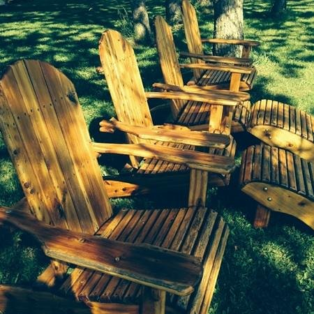 Ostrander's Bed & Breakfast: relaxing on the grounds